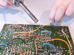 Solderen: aan de slag met de soldeerbout.